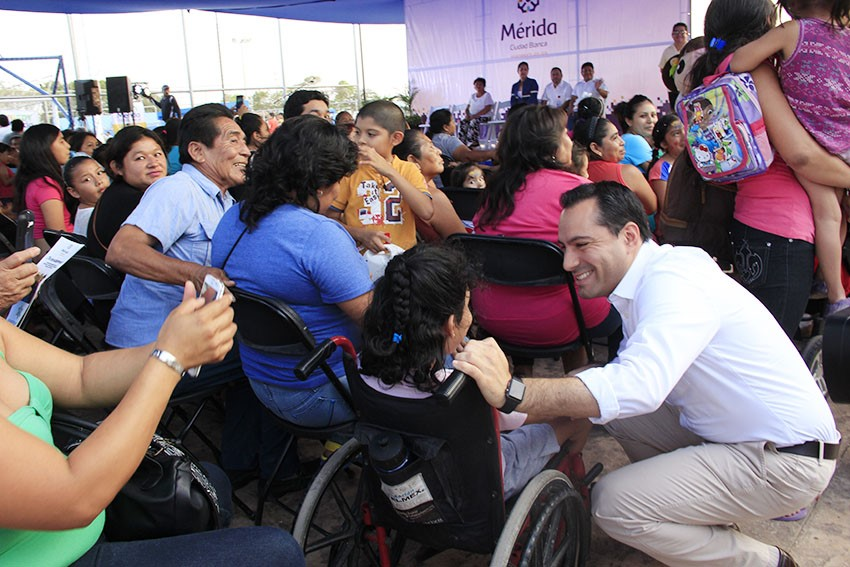 Difunden valores y tradiciones en colonias de Mérida