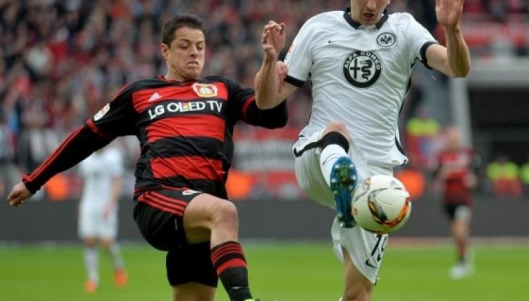 Chicharito se lesiona en victoria del Leverkusen