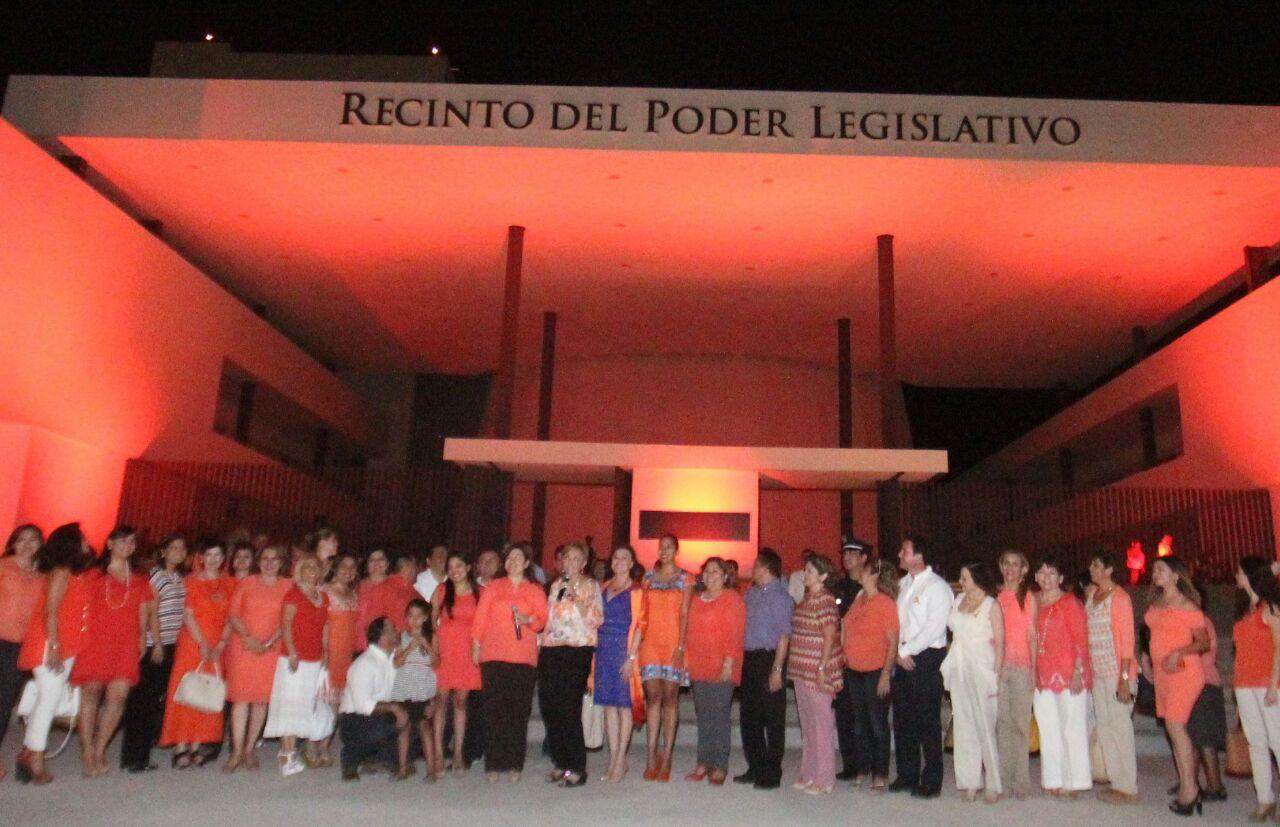 Iluminado Congreso Yucatán por violencia contra la mujer