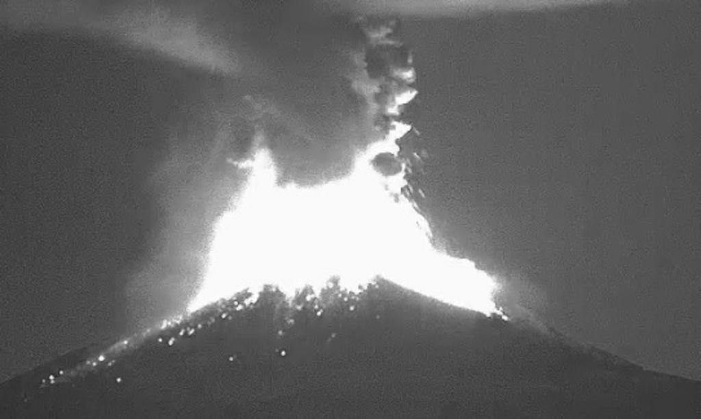 Captan explosiones del Popocatépetl
