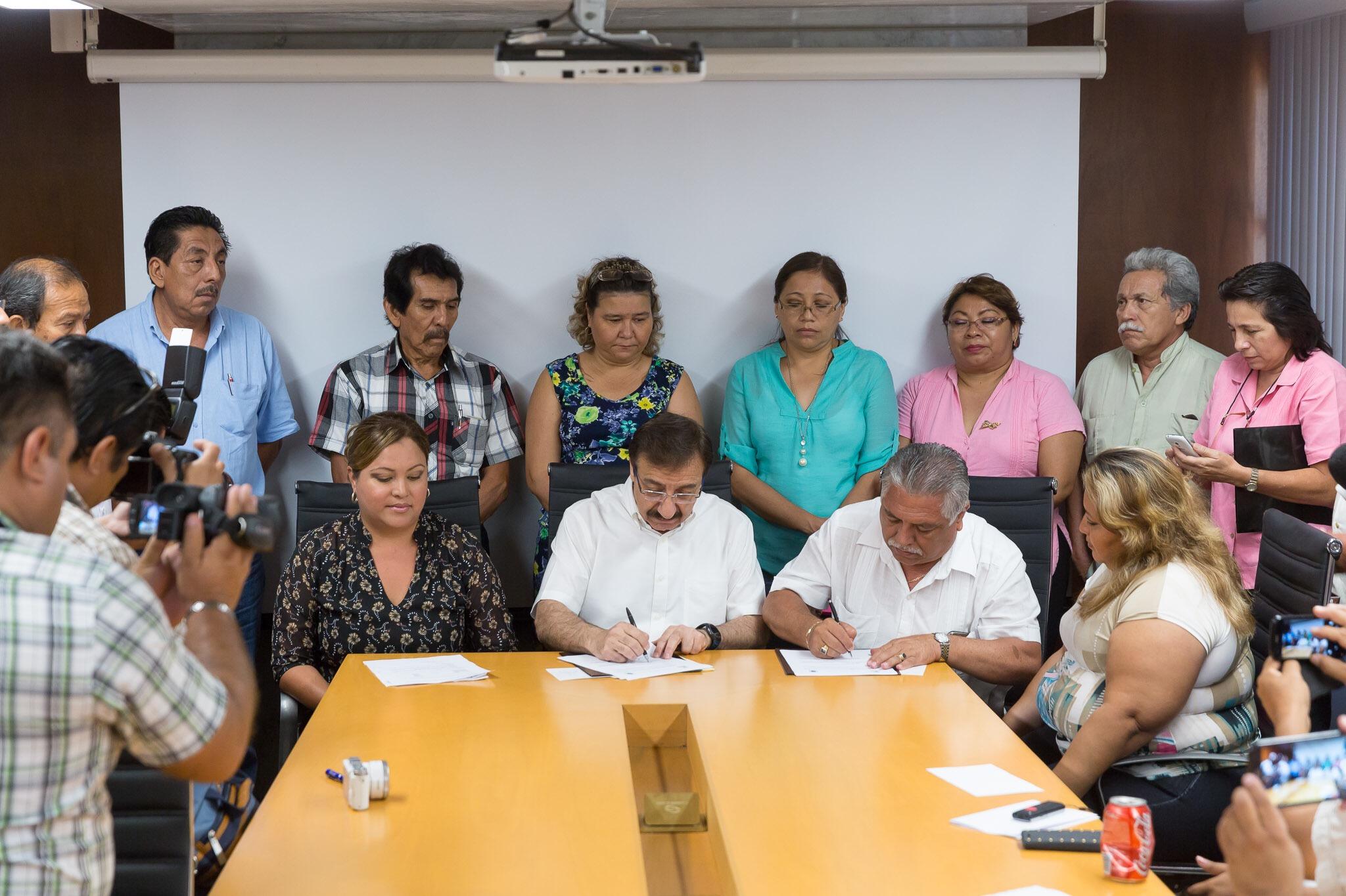 Dan aumento salarial a burócratas yucatecos