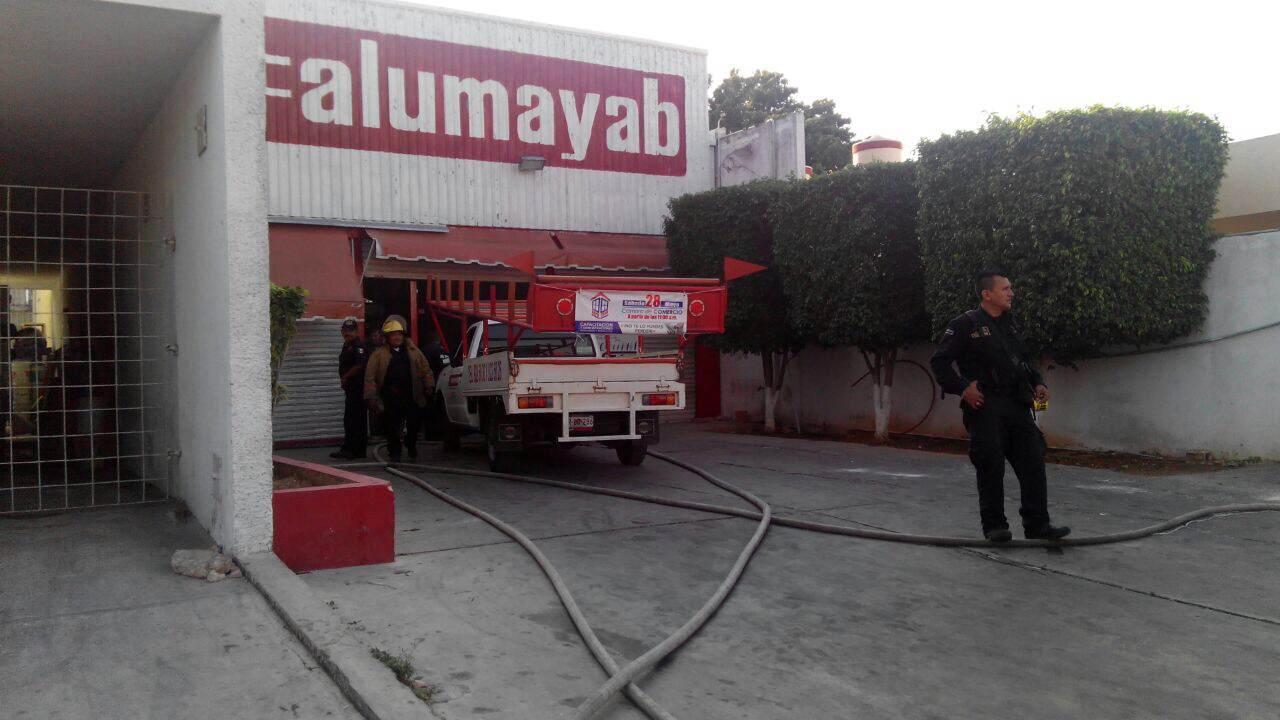 Incendio en comercio ubicado en Circuito Colonias