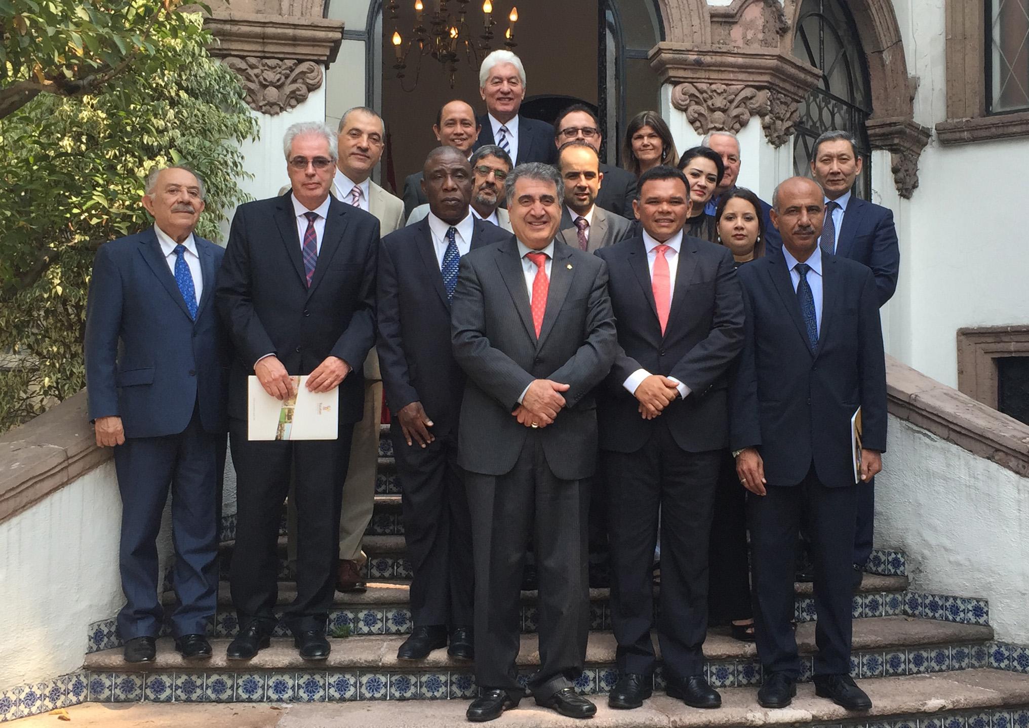 Zapata Bello se reúne con diplomáticos de 15 países