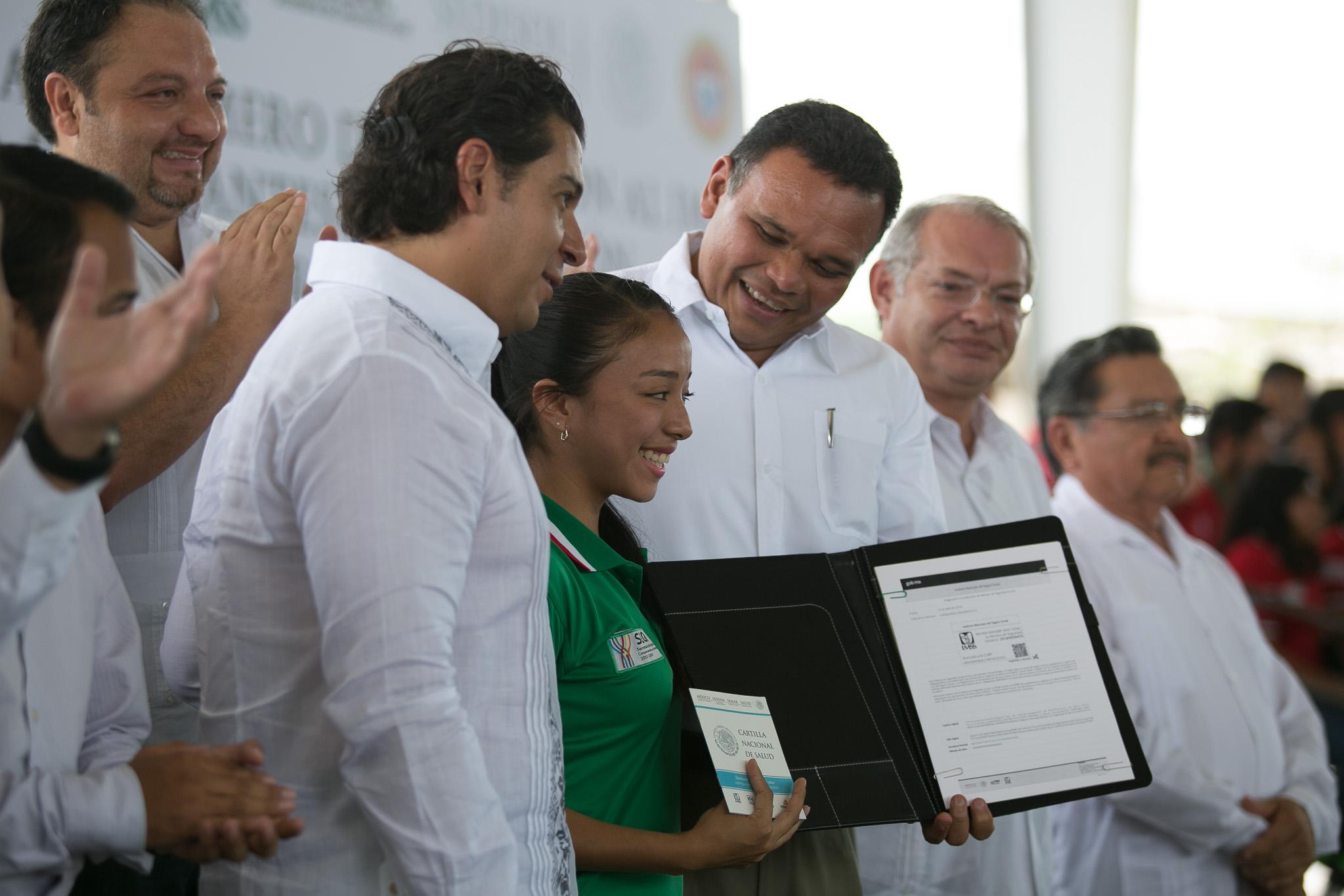 Comienza afiliación de estudiantes yucatecos al IMSS