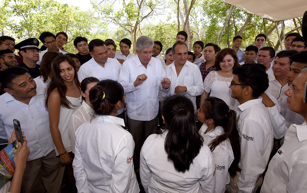 Entregan ampliación de carretera Chichén Itzá-Valladolid
