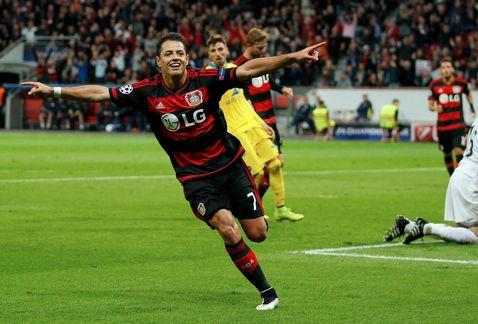 Chicharito regresa con victoria y asistencia en el Leverkusen