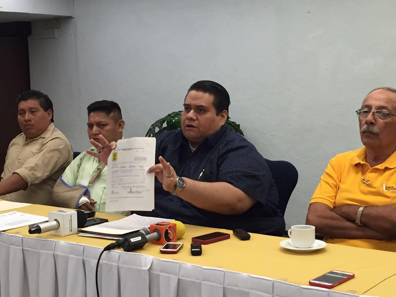 """Exhiben """"trapitos"""" de dirigente de PRD-Yucatán"""