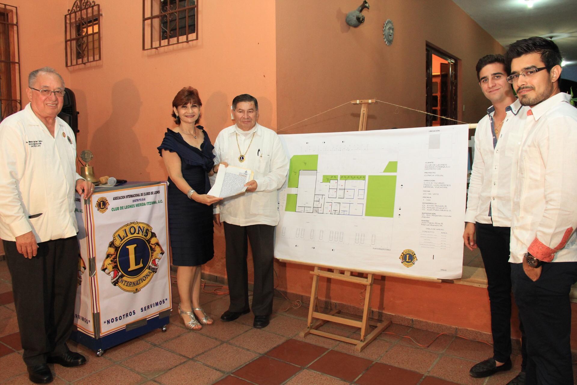 Formaliza Mérida donación de terreno para clínica de salud visual