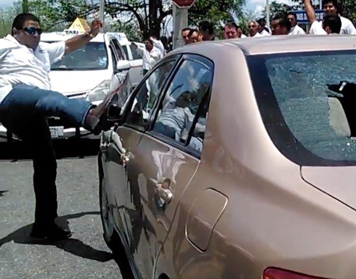 Estalla violencia de taxistas yucatecos contra UBER