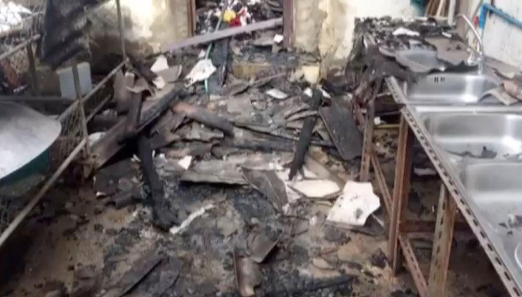 Mueren 17 niñas por incendio en dormitorio de escuela en Tailandia