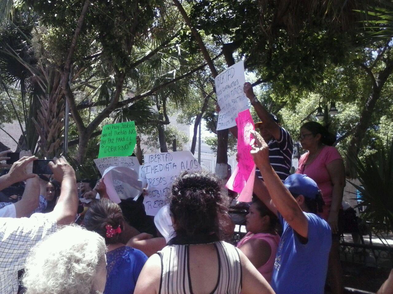 Vecinos de Chablekal protestan frente a Palacio de Gobierno