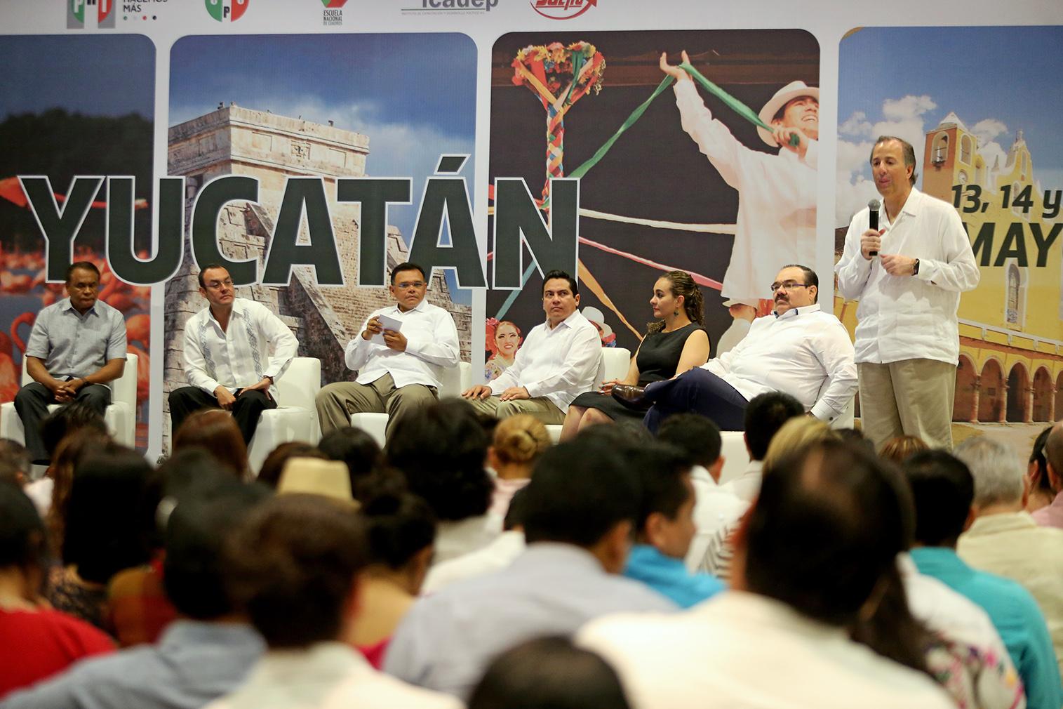 Titular de Sedesol federal asiste en Mérida a reunión priista