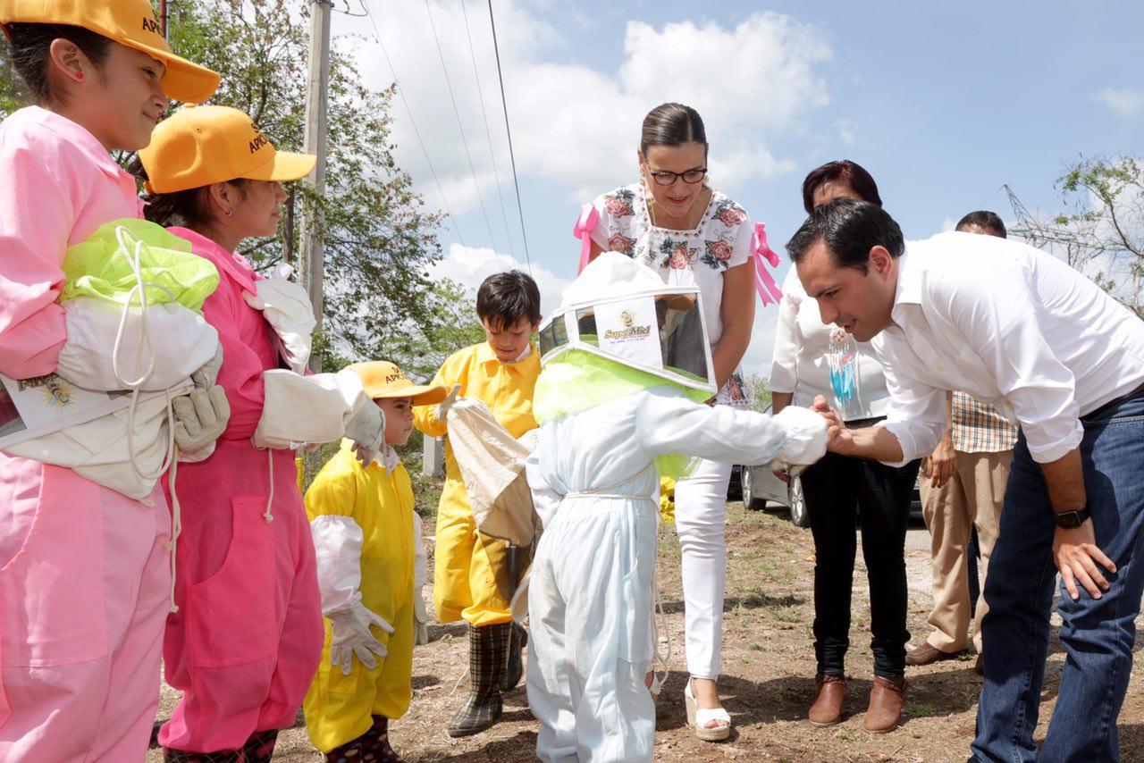 Equipo y capacitación a apicultores de comisarías de Mérida