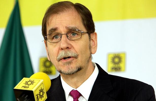 Agustín Basave renuncia a la dirigencia del PRD