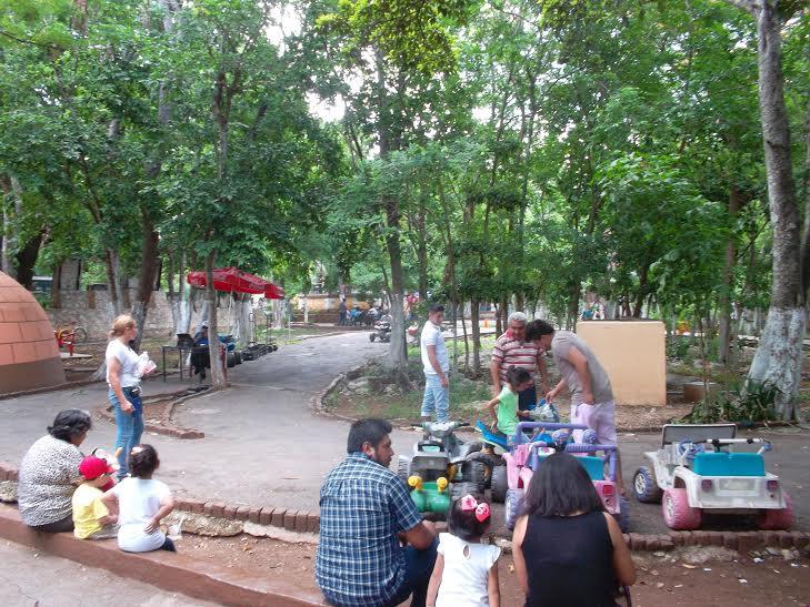 Cierra puertas Parque Centenario de Mérida