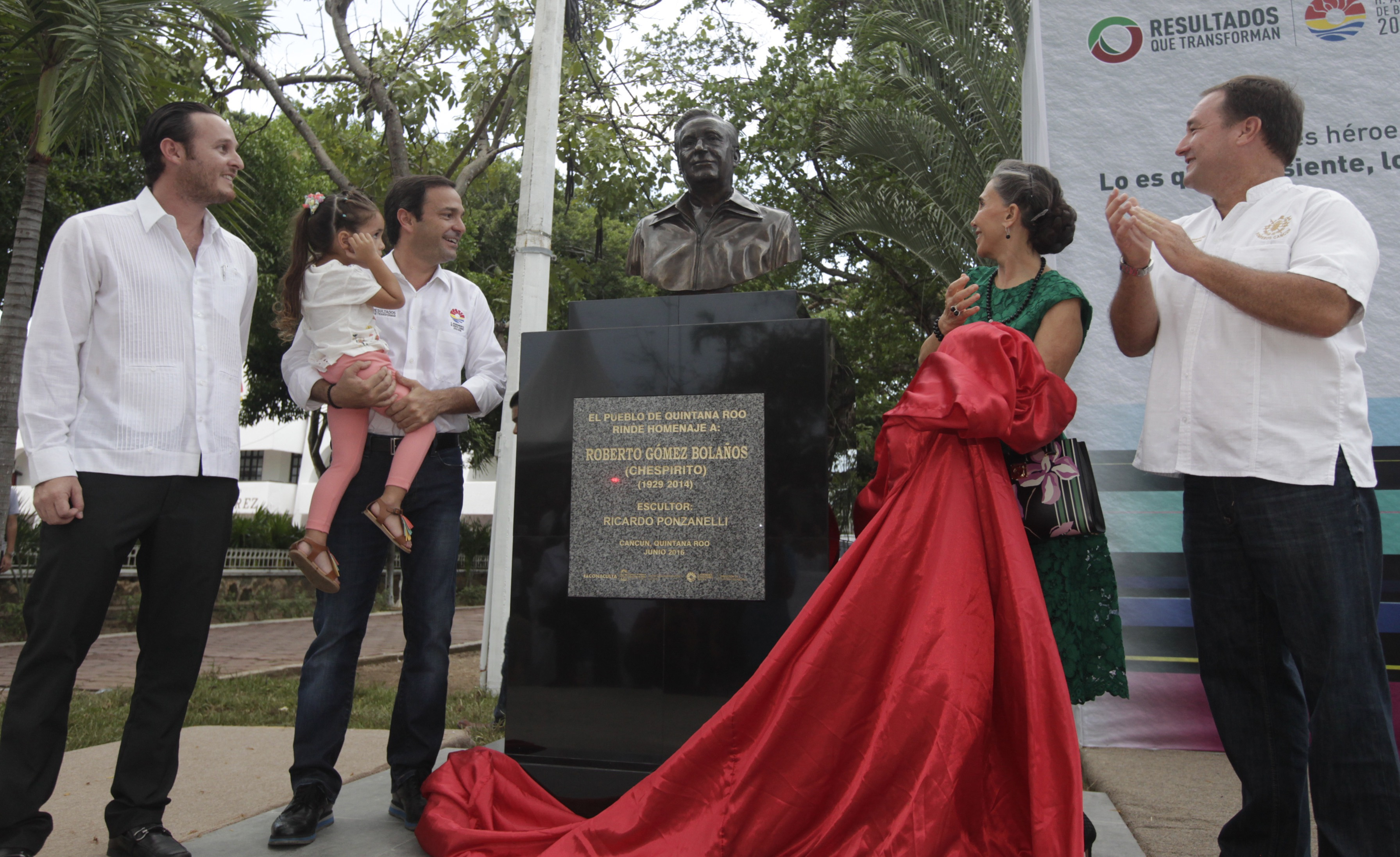 """Perpetúan presencia de """"Chespirito"""" en Cancún"""