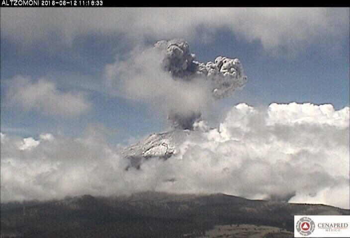 Popocatépetl emite fumarola de más de dos kilómetros