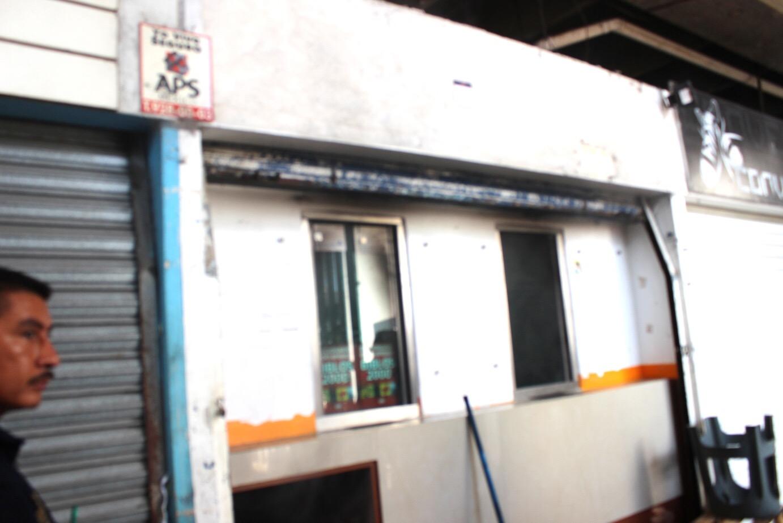 Sofocan incendio en mercado San Benito