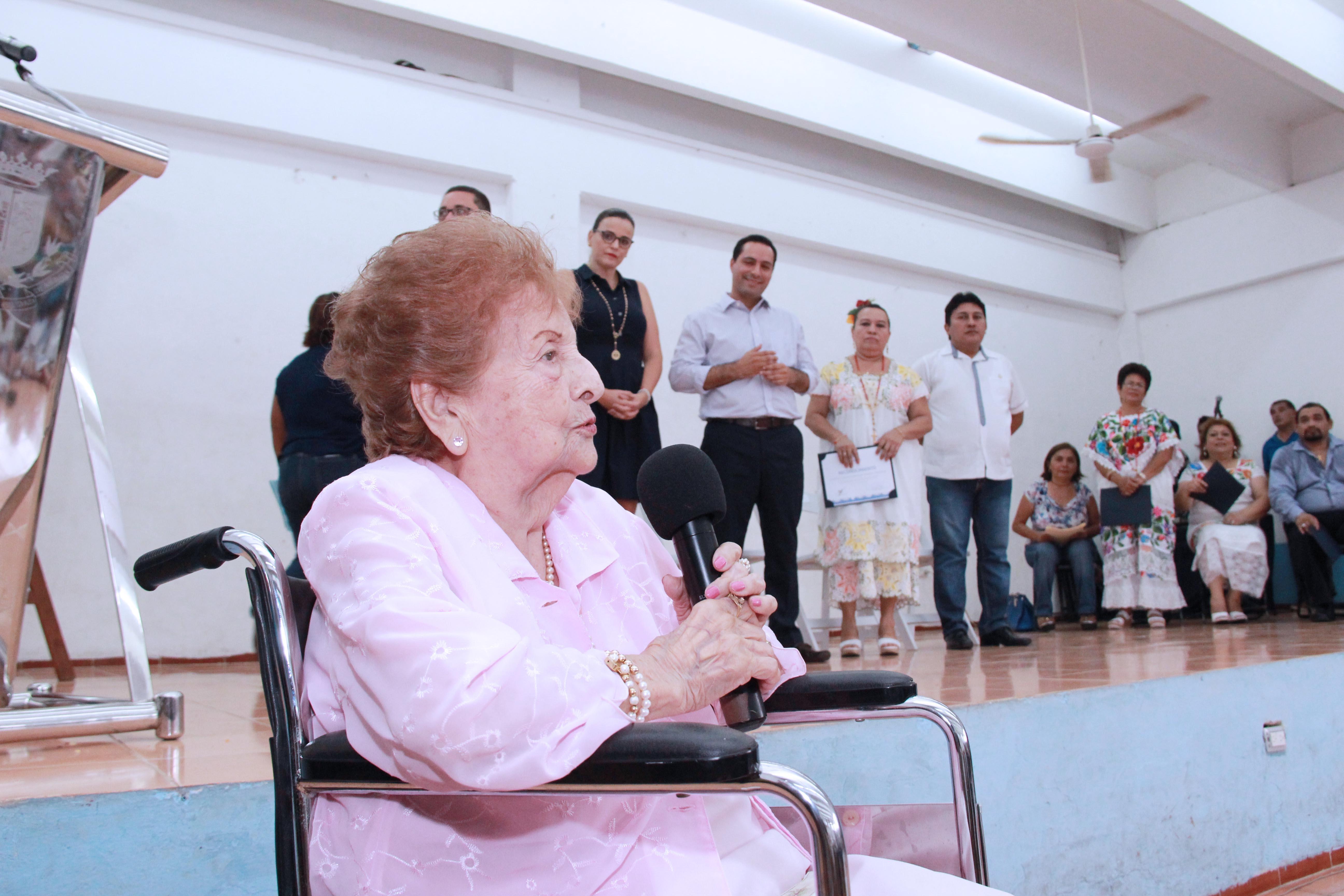 """Encabeza Vila, aniversario del Centro de Superación Integral """"Sara Mena de Correa"""""""