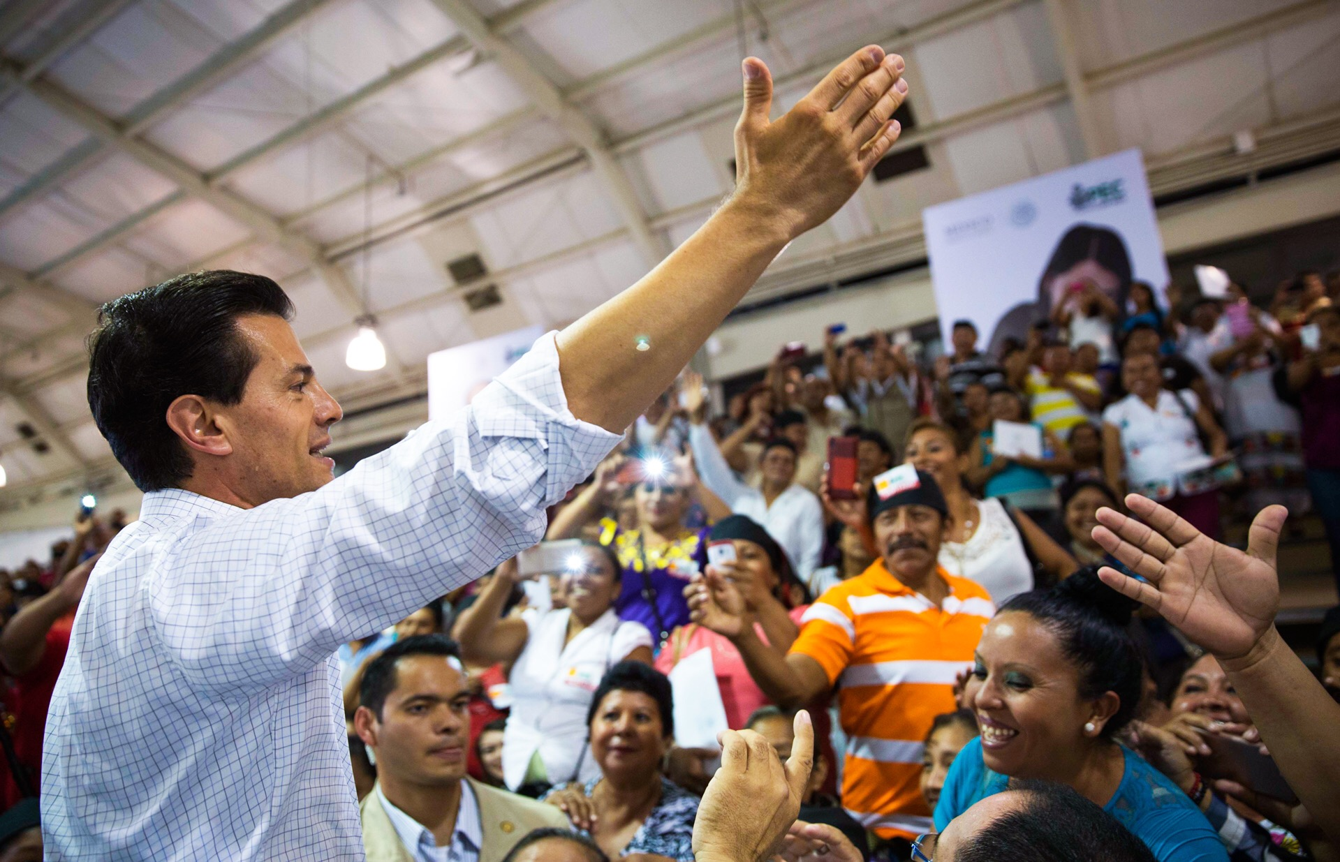 La camisa arremangada de Peña Nieto (crónica)