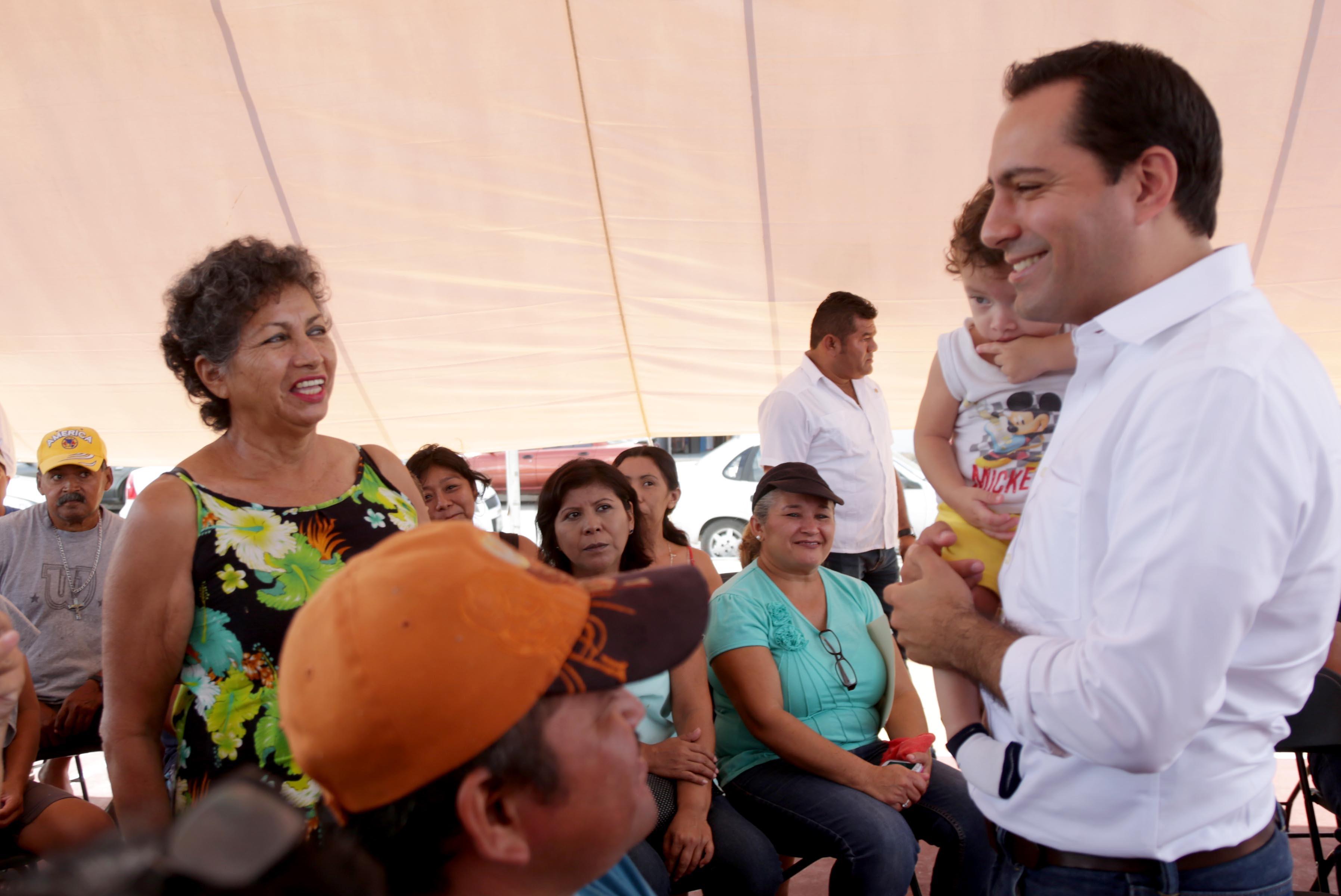 Facilitan obtención de escrituras a 82 familias de Mérida
