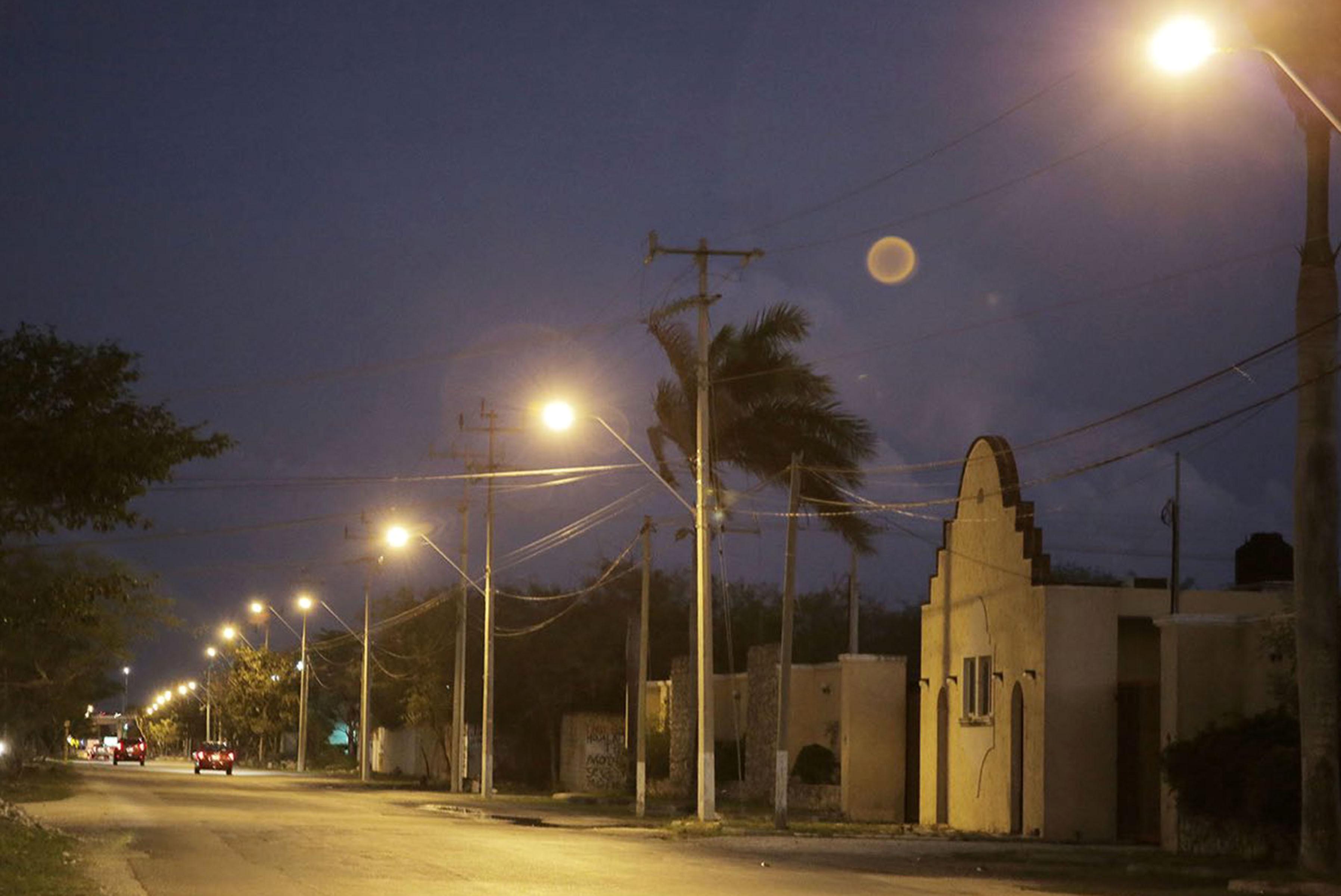 Entrega Vila sistema de iluminación en Avenida de Industrias No Contaminantes