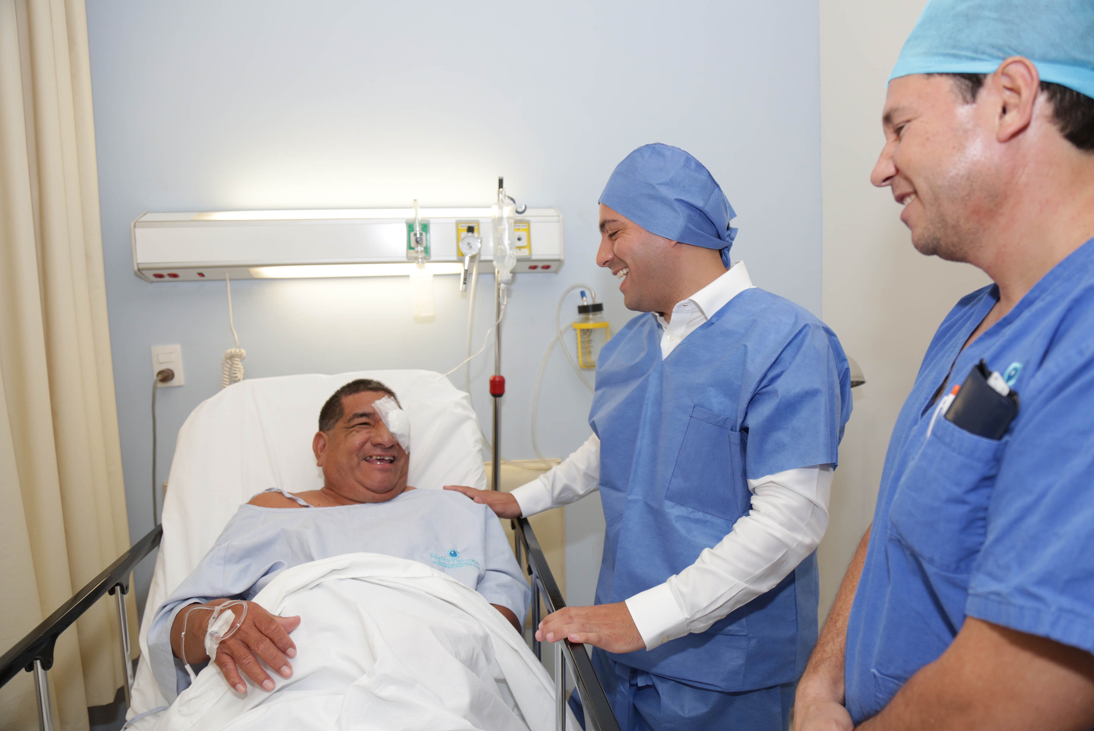 Beneficiarios de cirugías cataratas, visitados por Vila