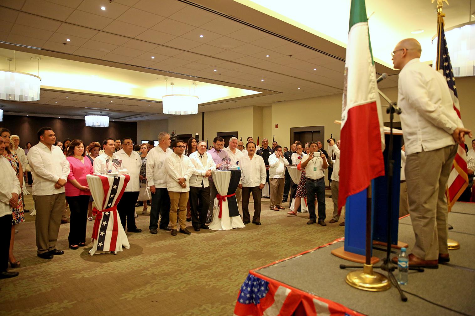 Celebran en Mérida aniversario de independencia de EU