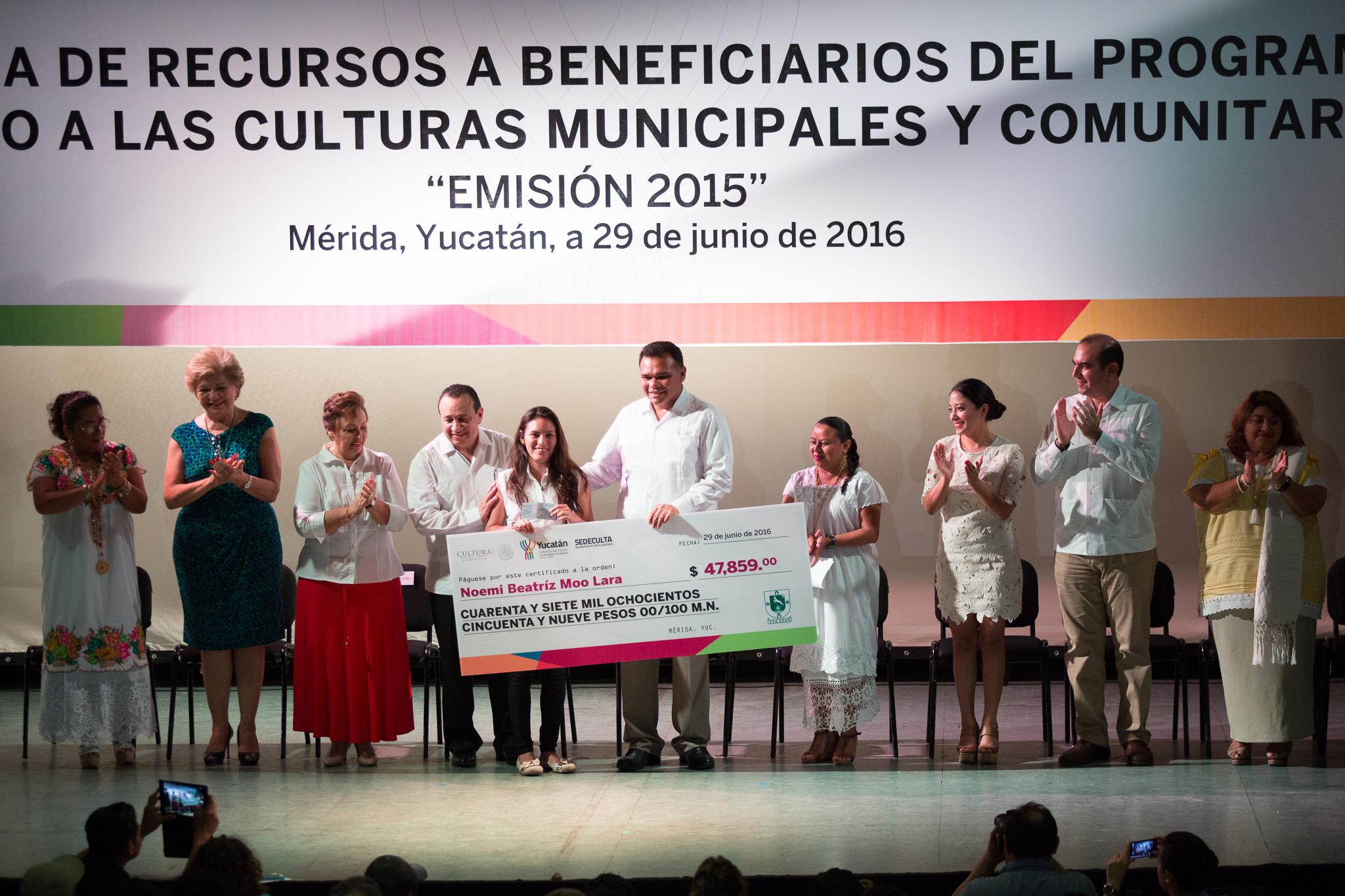 """""""Oxigenan"""" a culturas populares yucatecas"""