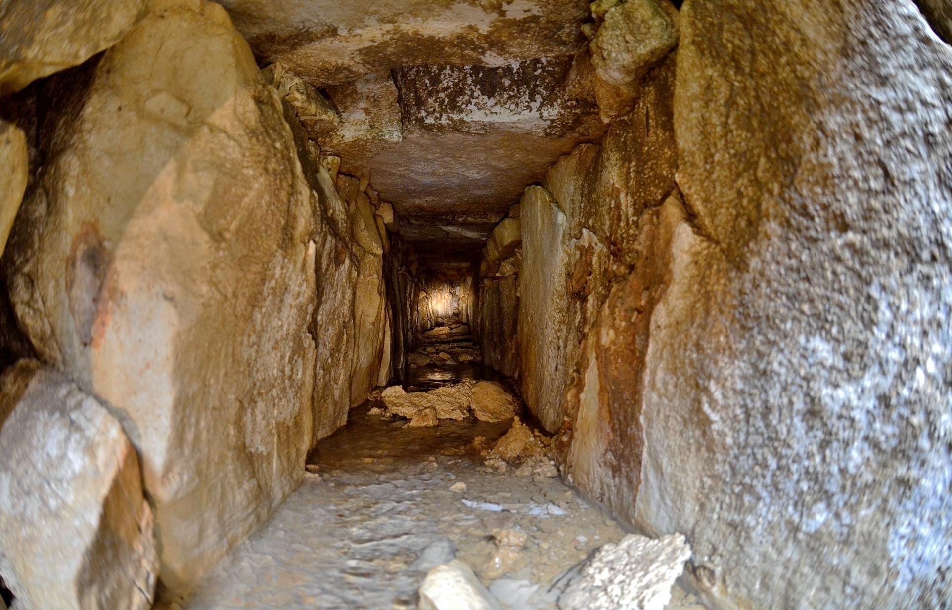 Sistema de canales bajo Templo de las Inscripciones en Palenque