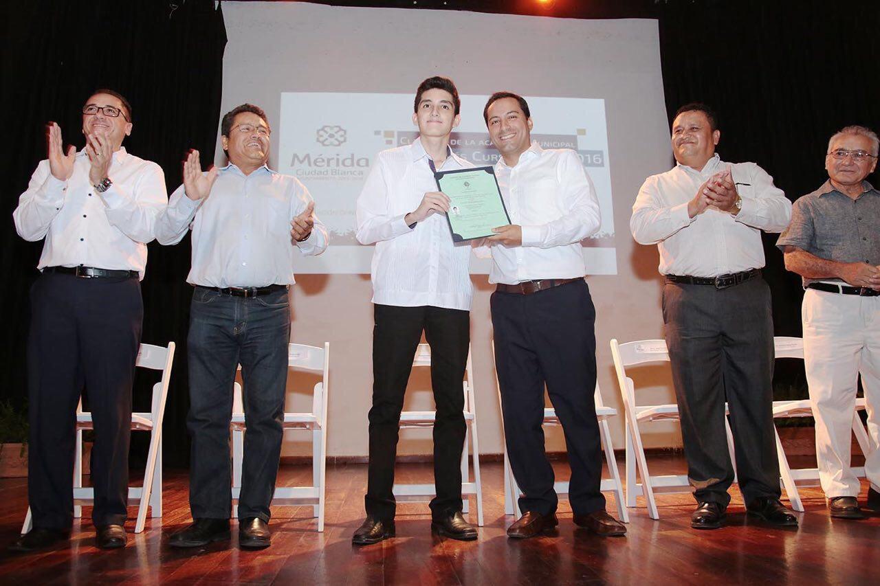 Entregan reconocimientos en clausura de AcademiaMunicipal de Inglés