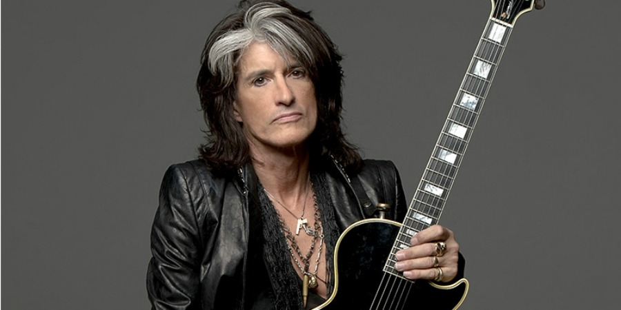 Hospitalizan a guitarrista de Aerosmith tras caer en concierto