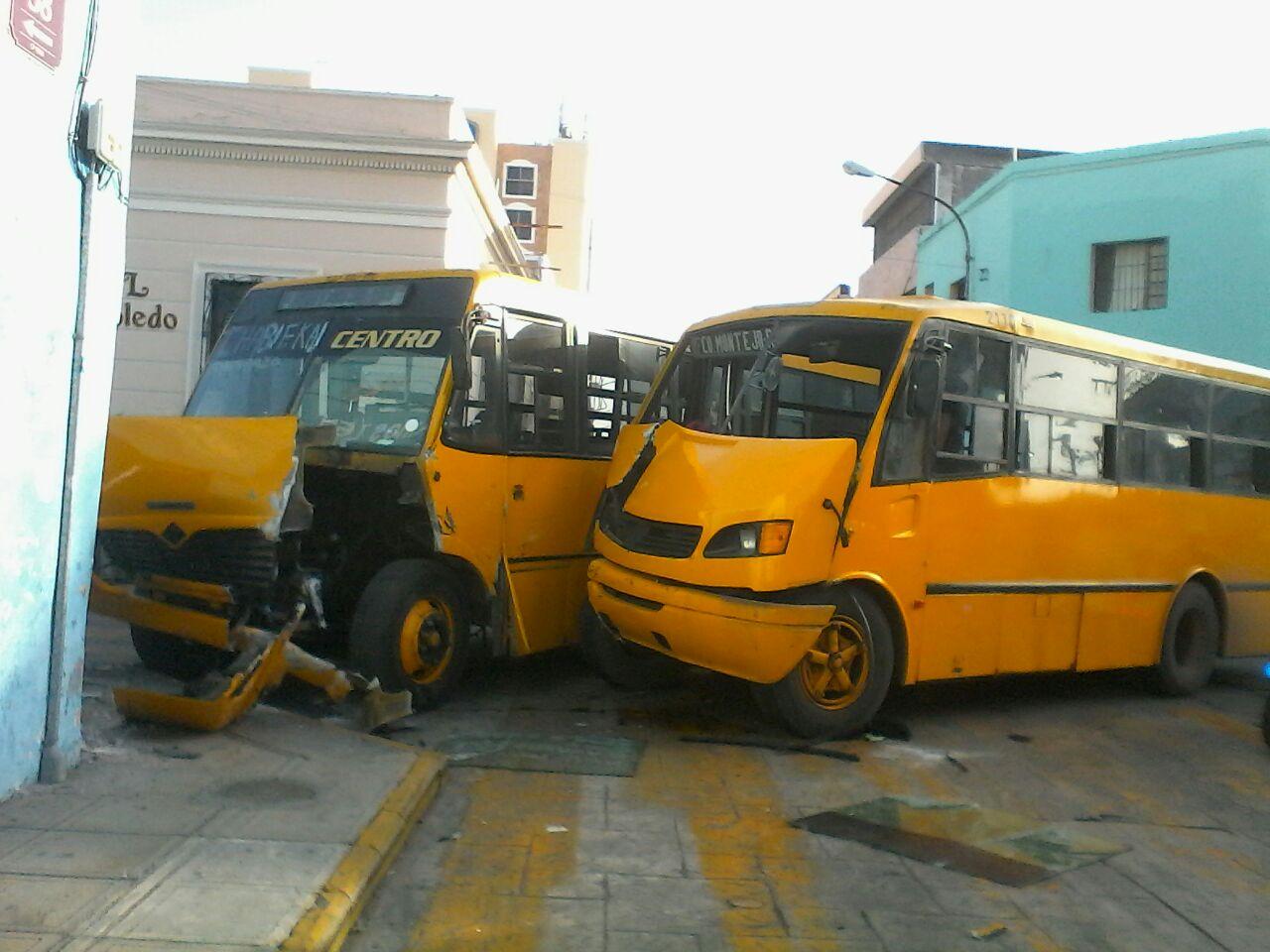 Encontronazo de autobuses en centro de Mérida