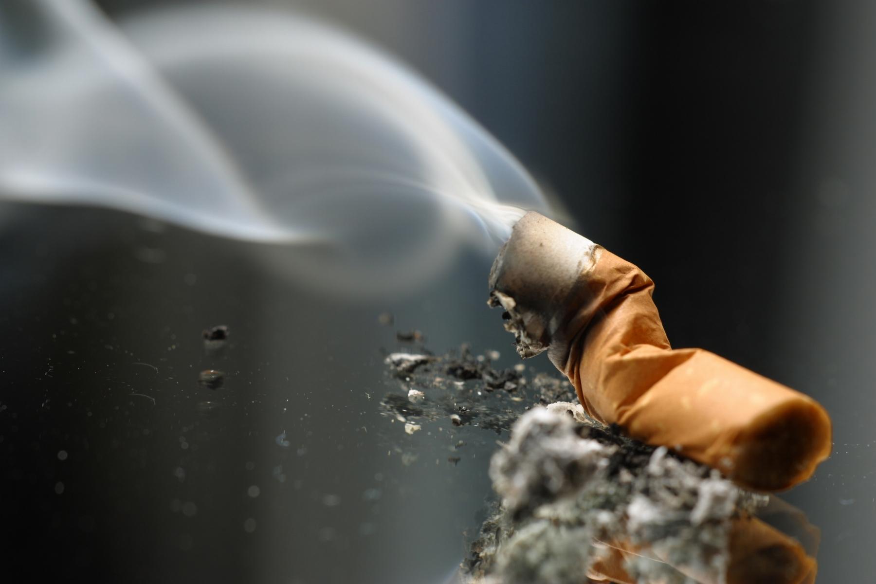 Mexicanos fumaron 2.6 cajas de cigarros más al mes en 2016