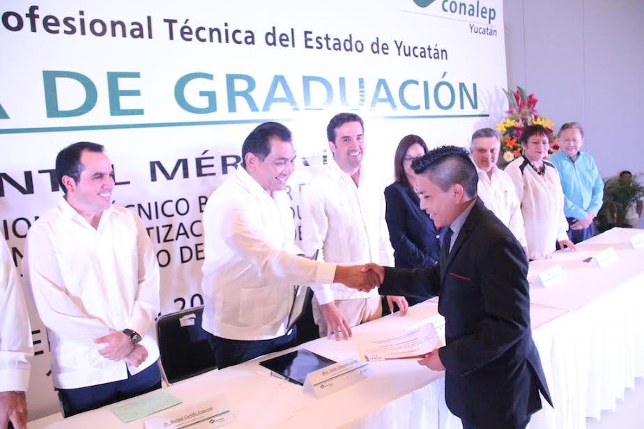 Graduados 190 estudiantes de Conalep Mérida II