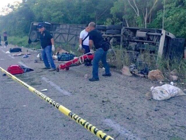 Víctimas de cinco estados en 'carreterazo' de autobús en QRoo