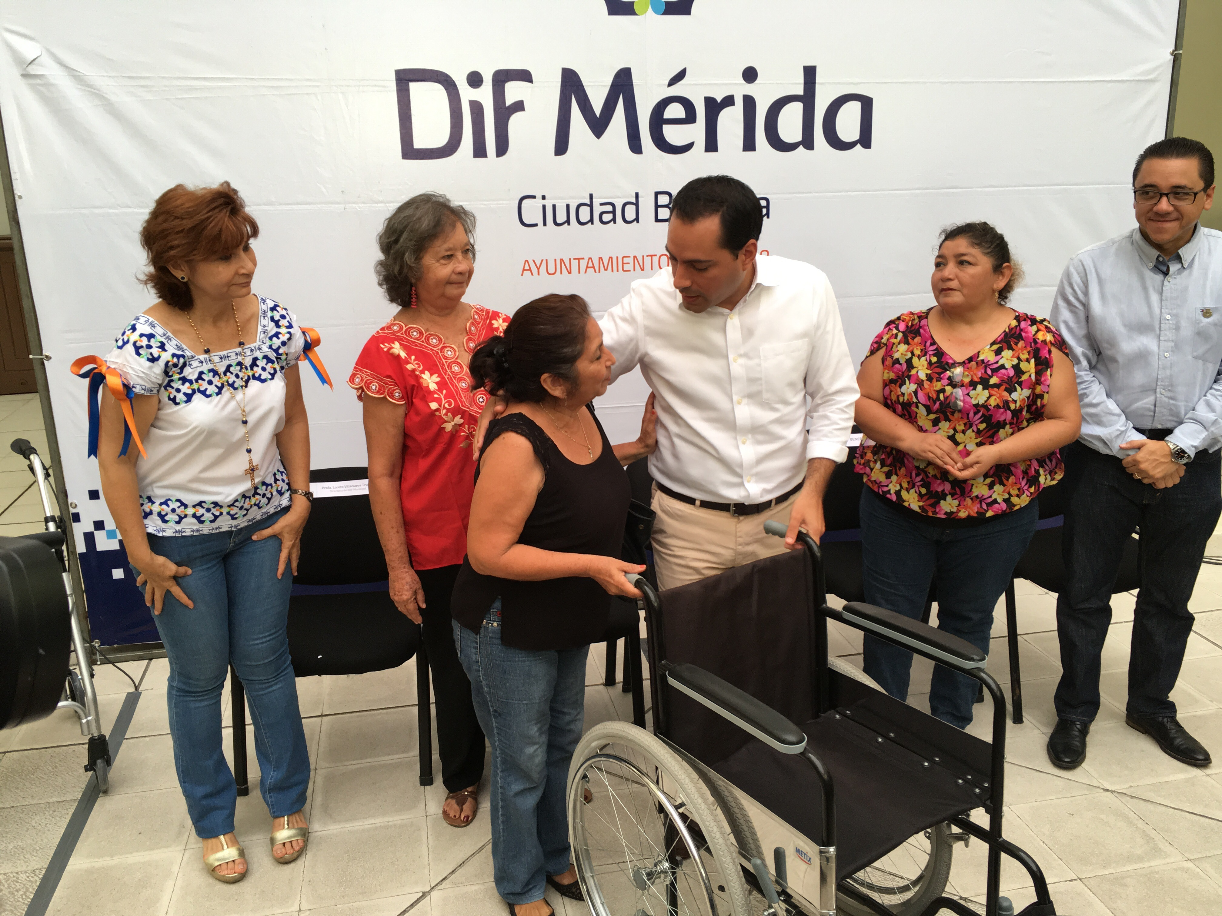 Asiste Ayuntamiento de Mérida a personas con discapacidad