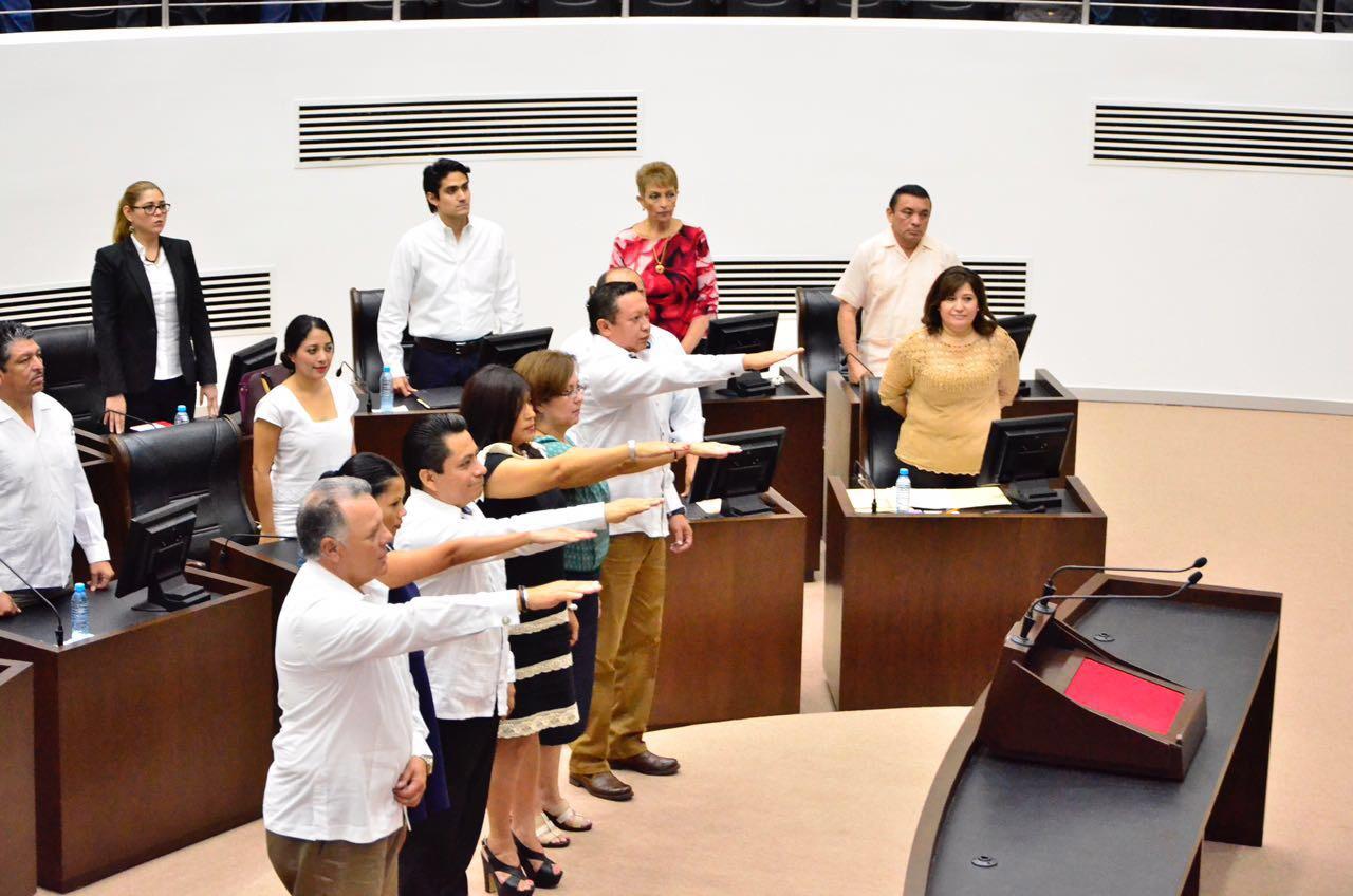 Rinden protesta integrantes de Consejo Consultivo de INAIP