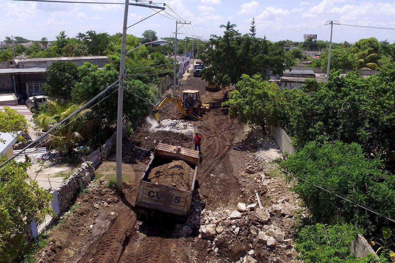 Supervisa Vila construcción de nueva calle en El Porvenir