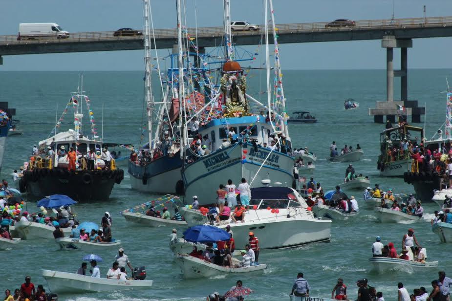 """Pasean por mar imagen de la """"Virgen del Carmen"""""""