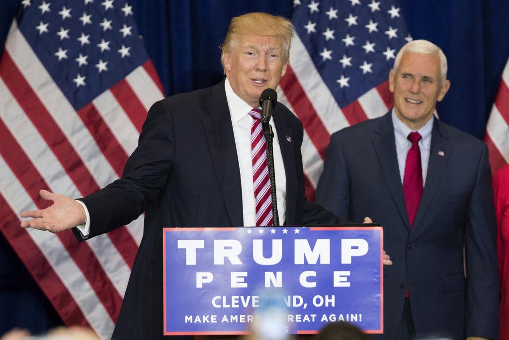 Repunta Trump y supera a Clinton en encuesta nacional