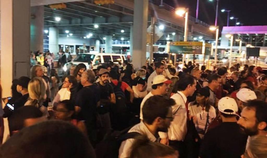 Evacuan aeropuerto en NY por disparos