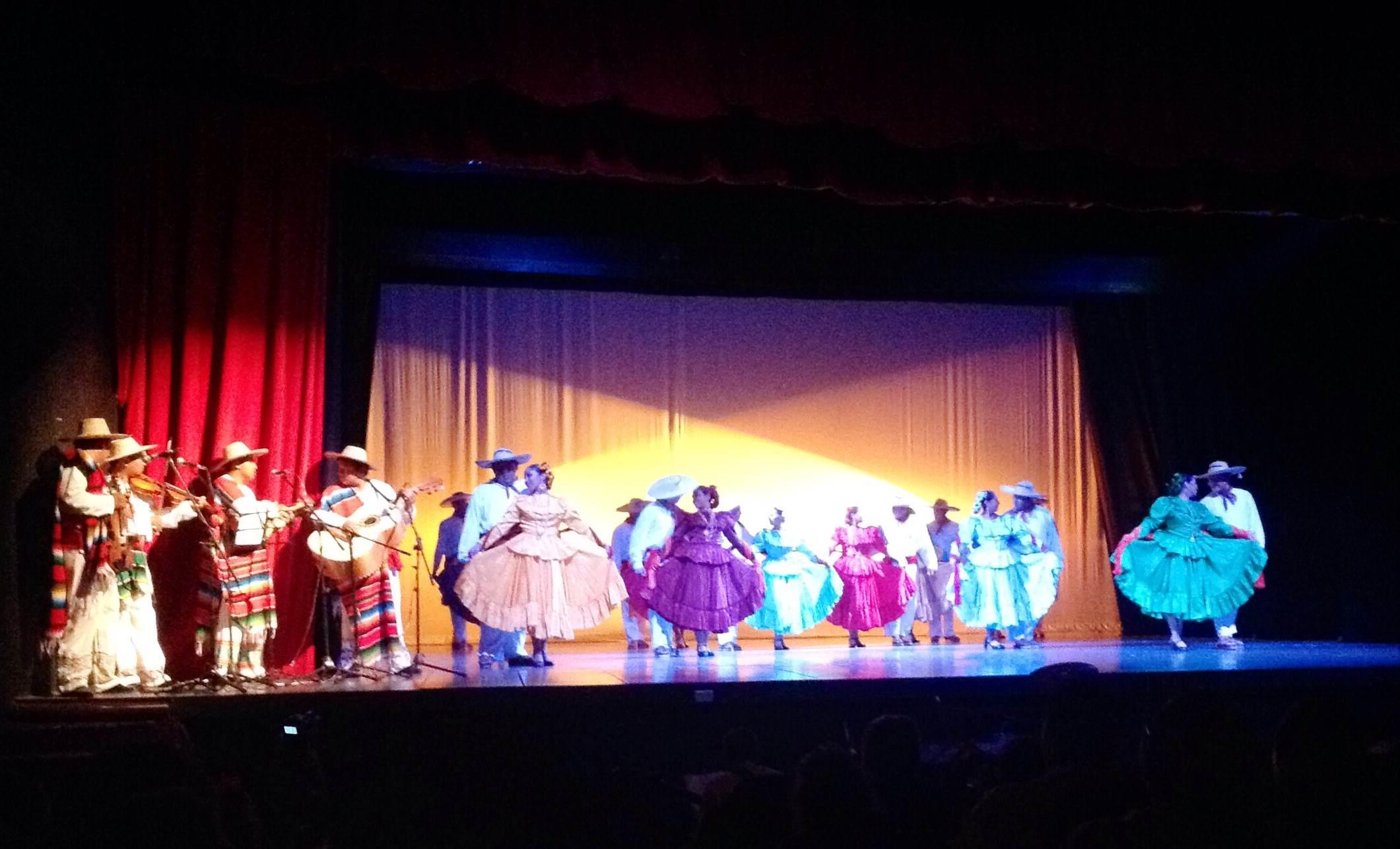 Noche de danza y tradiciones con la Compañía Kaambal