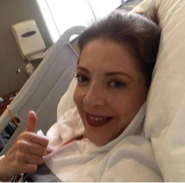 Edith González es intervenida por tumores cancerígenos