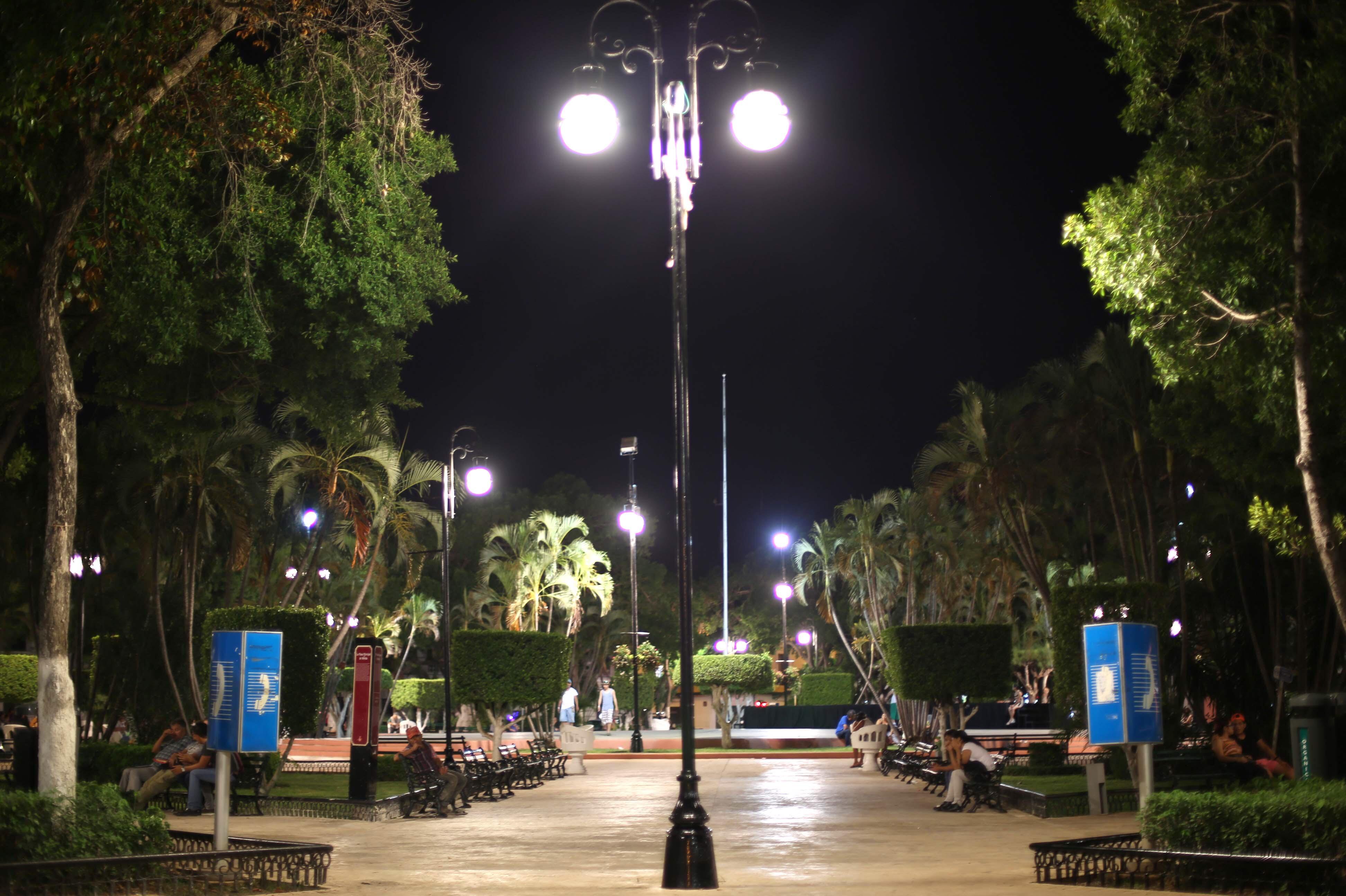 Nuevo sistema de alumbrado público en plaza principal de Mérida