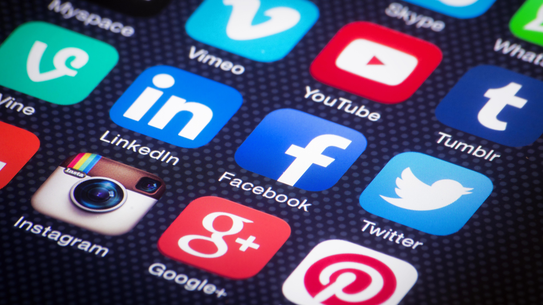 Mexicanos, potencialmente adictos a redes sociales: estudio