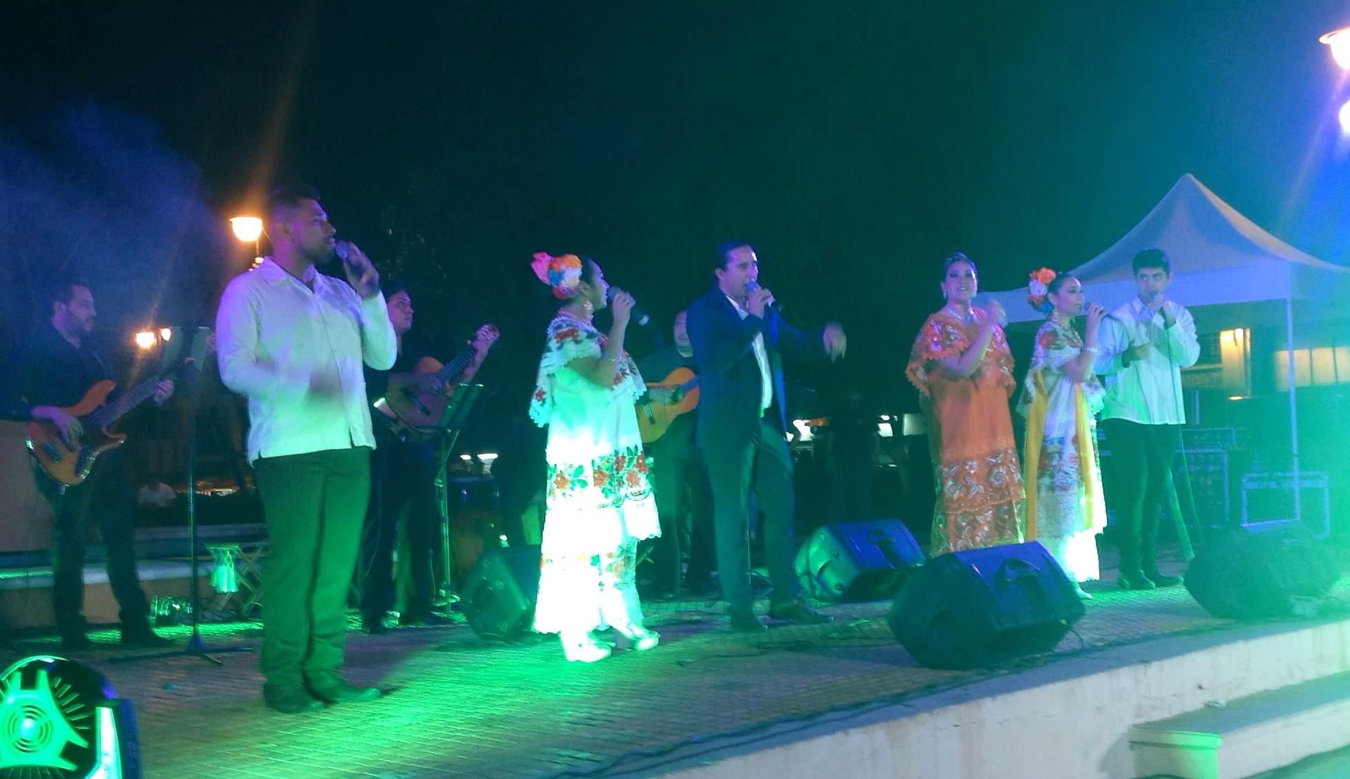 Melodía de la trova joven en parque Santa Ana