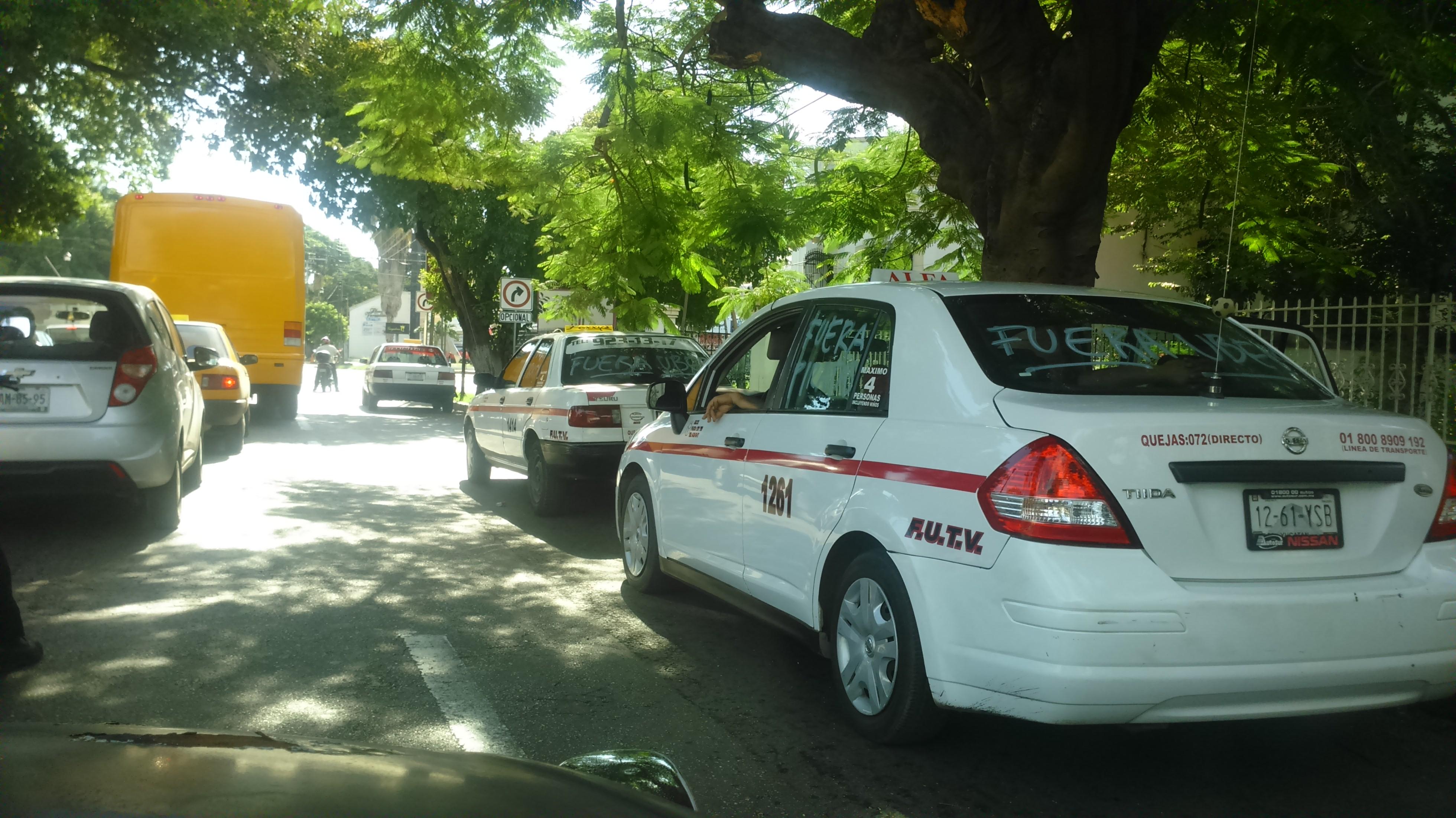Sin contratiempos transcurre paro de taxistas en Mérida