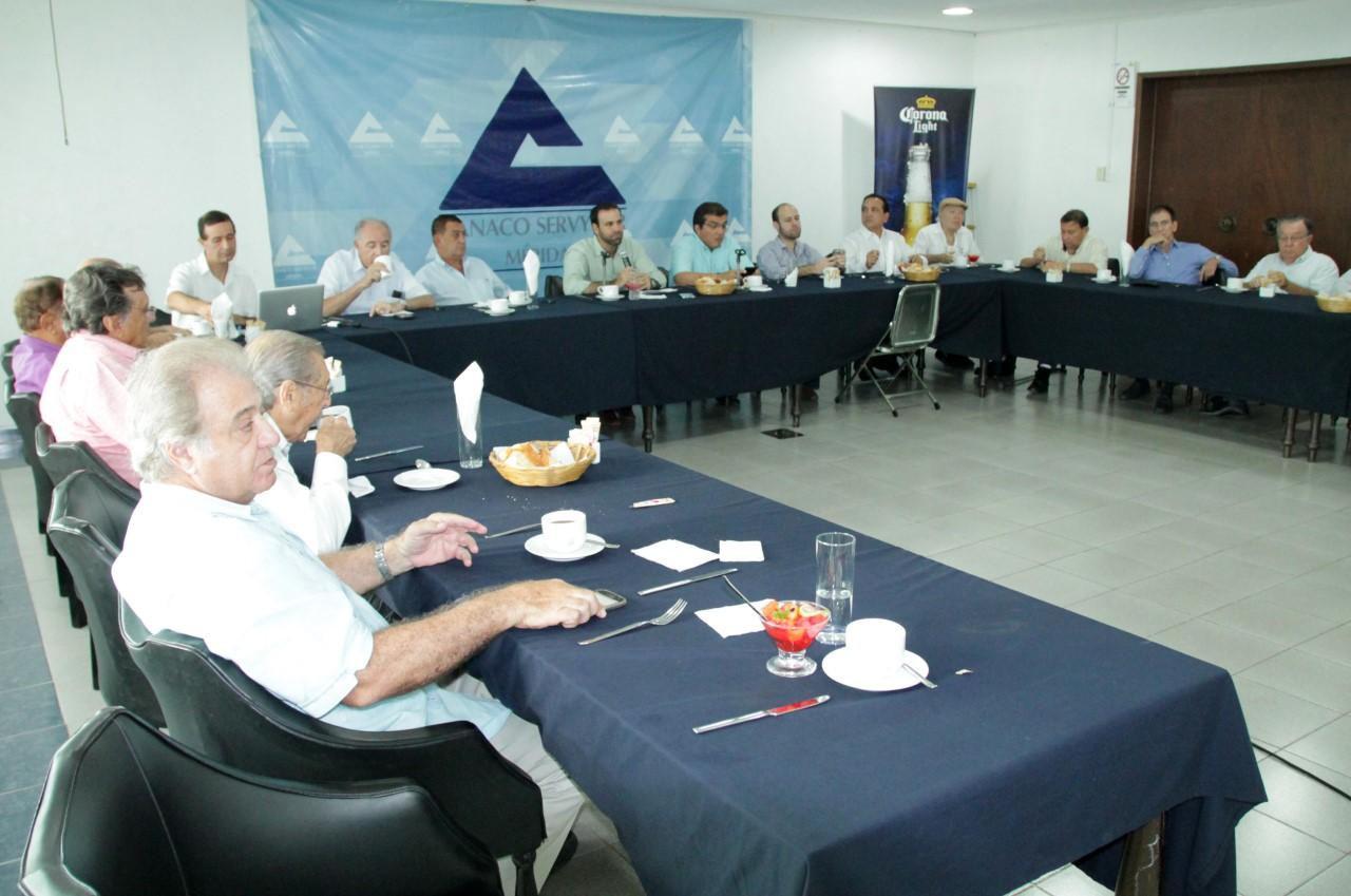 Preparativos por festejos de 110 aniversario de CANACO Mérida