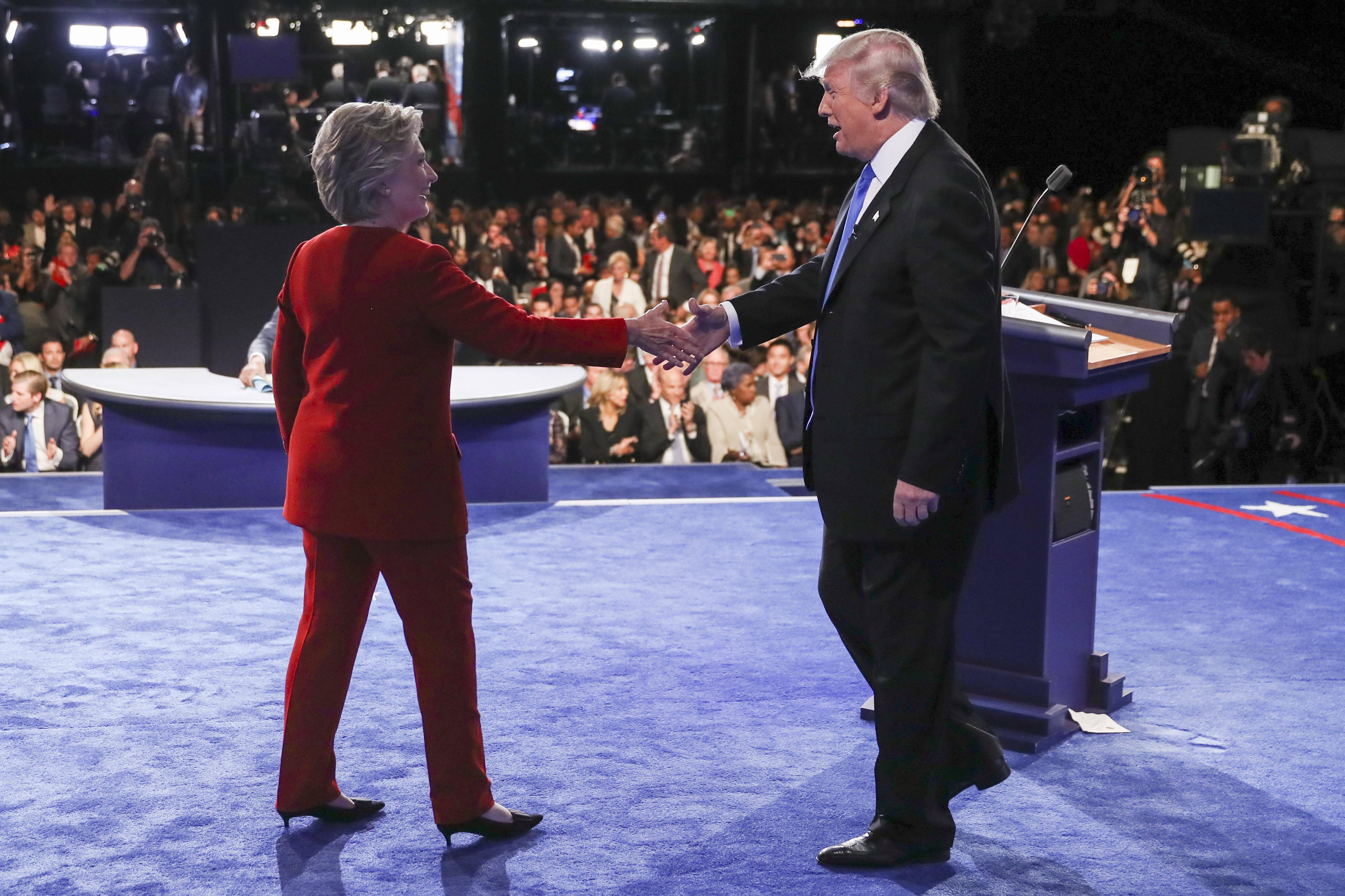 Clinton y Trump intercambian duras críticas en primer debate